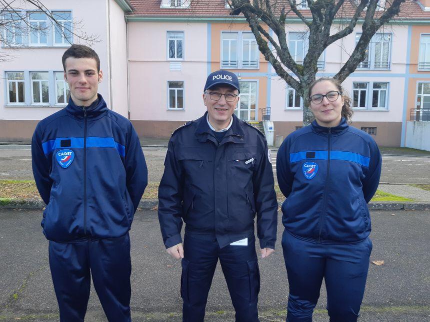 Quentin (à gauche), le commissaire  Denis Wuhrlin et Céline (à droite)