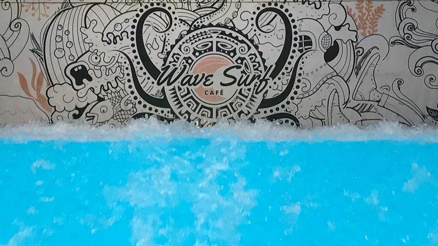 Faire du surf à Bordeaux depuis… le WAVE SURF CAFE !