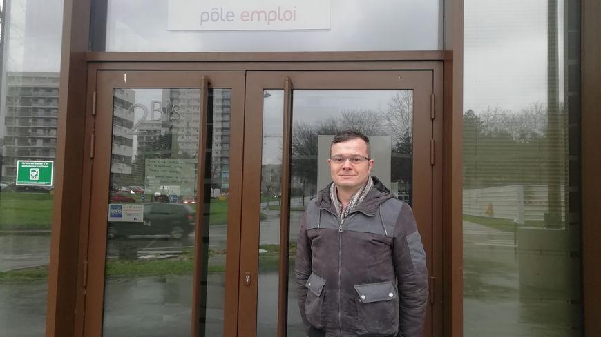 Yann Gaudin est conseiller dans une agence de Pôle Emploi, située dans le quartier du Blosne, à Rennes.