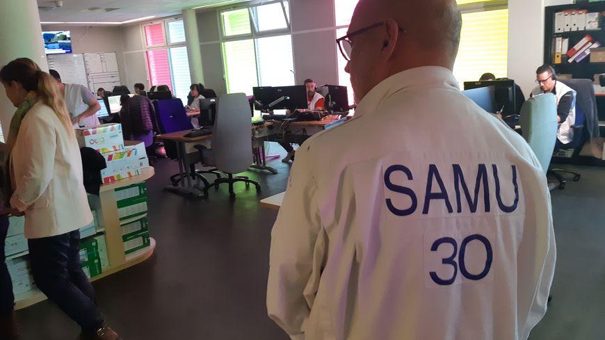 Salle de régulation médicale au SAMU 30 à Nîmes