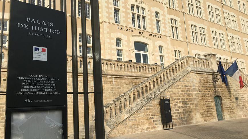 Le procureur de la République de Poitiers Michel Garrandeaux a annoncé la mise en examen pour homicide volontaire d'un jeu patient de l'hôpital Laborit.