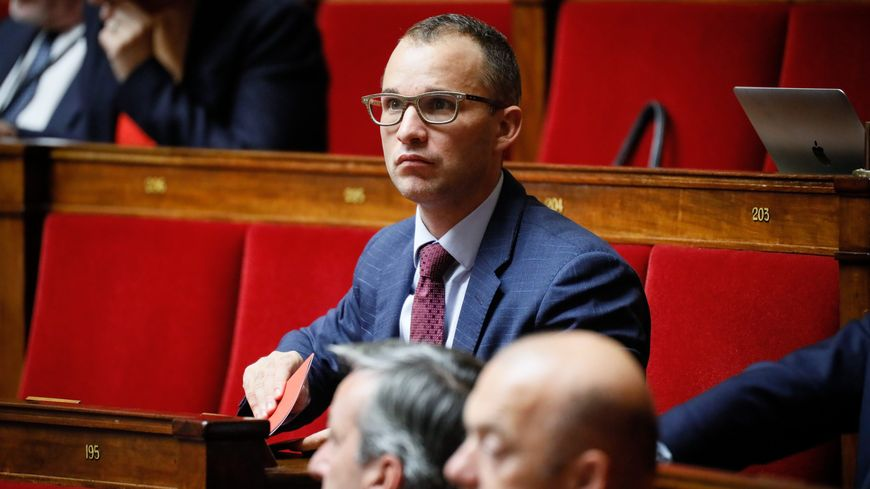 """""""L'exécutif a fait une erreur en voulant placer quelqu'un de médiatique au lieu de quelqu'un de compétent et d'investi,"""" déclare le député vosgien Christophe Naegelen."""