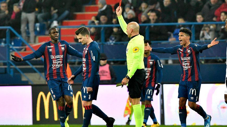 Exclu pour contestation par M. Varela, Jeannot a abandonné ses coéquipiers après seulement 35 minutes de jeu.