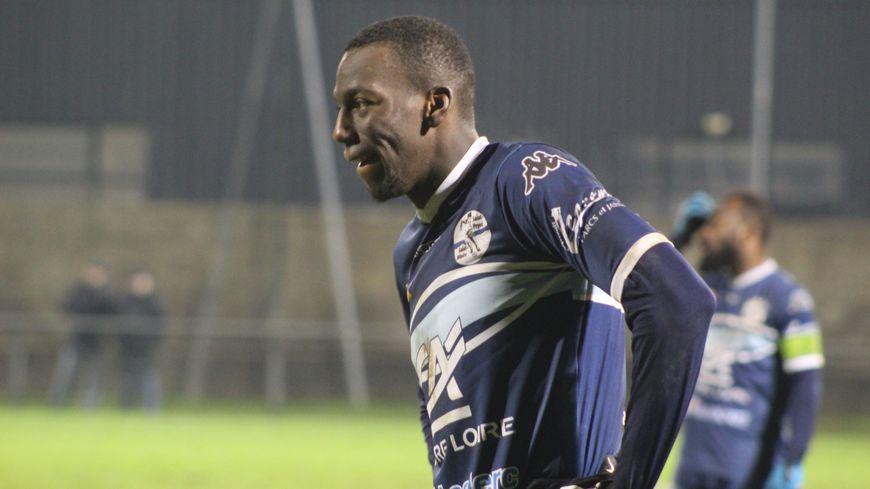 Carnéjy Antoine en train de s'échauffer avant le match contre Montpellier, au Stade du Grand Clos.
