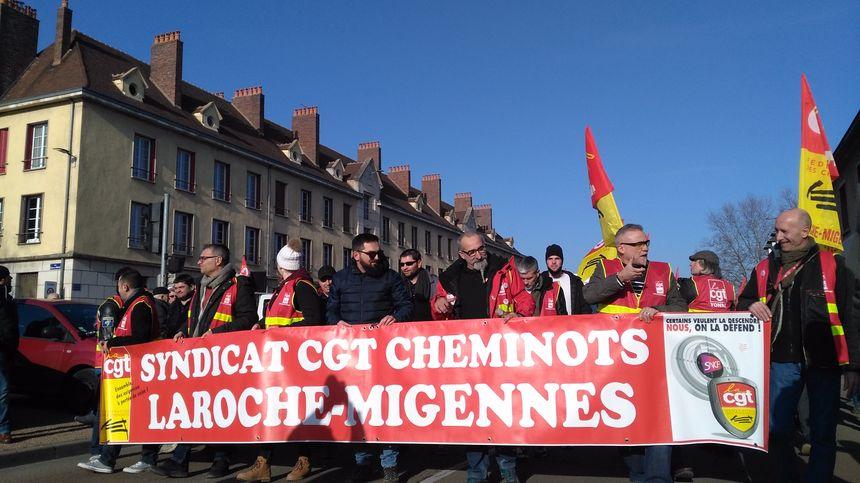 Les cheminots en tête du cortège à Auxerre