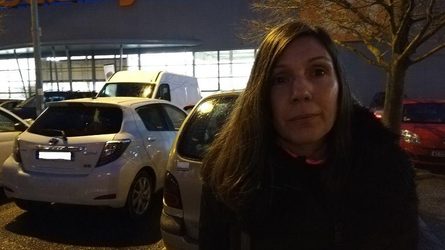 Christelle a été blessée à l'arcade sourcilière droite (gauche sur la photo) lors d'une interpellation en décembre dernier.