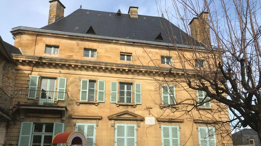 L'école primaire Sainte-Croix est un ancien hôtel particulier du XVIIème siècle