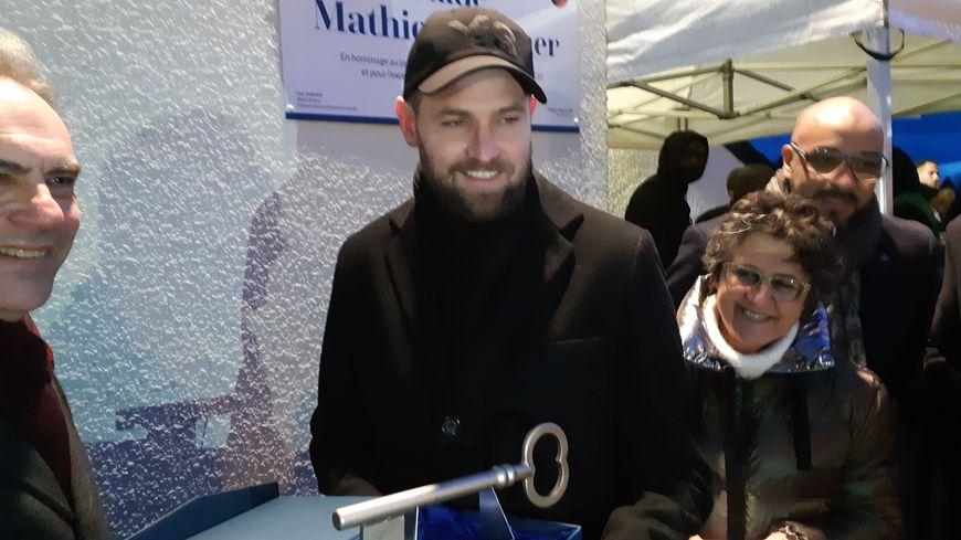 Mathieu Bodmer a inauguré ce mardi 28 janvier le stade Mathieu Bodmer à Évreux. C'est sa ville natale. Le président de l'EFC27 lui a remis les clés du stade.