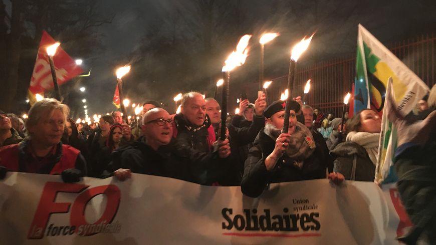 Plus d'un millier de Nordistes ont participé à la marche aux flambeaux contre la réforme des retraites ce jeudi soir.