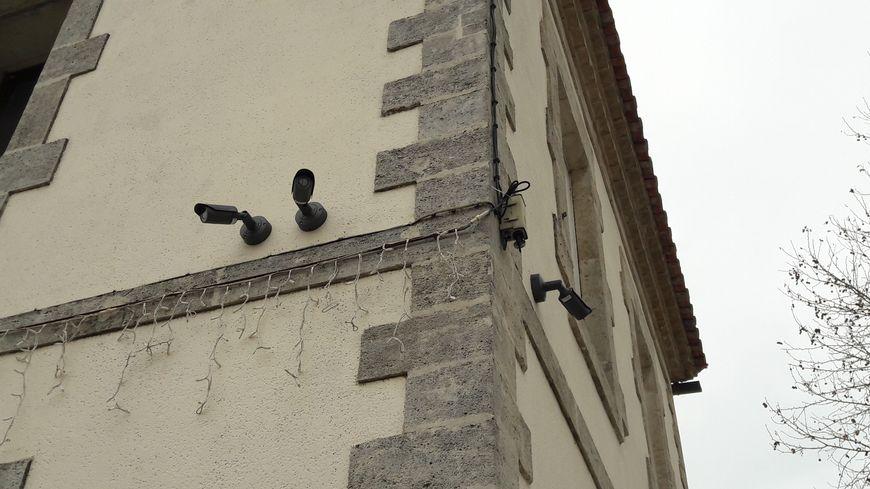 A Candillargues, 2.000 habitants, le maire a fait installer 18 caméras pour dissuader la petite délinquance