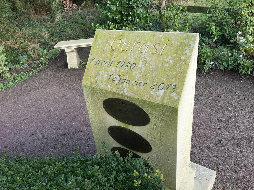 La tombe d'Ourasi au haras de Gruchy à Saon dans le Calvados