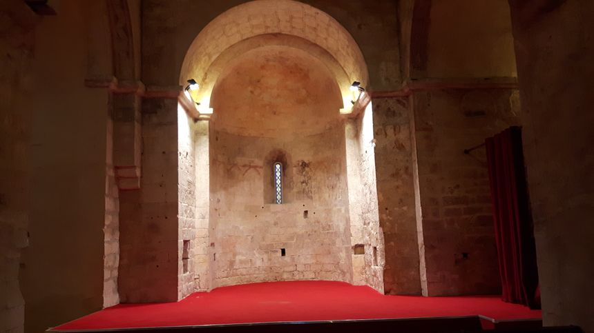 l'intérieur de la chapelle transformé désormais en salle de spectacle et de théâtre