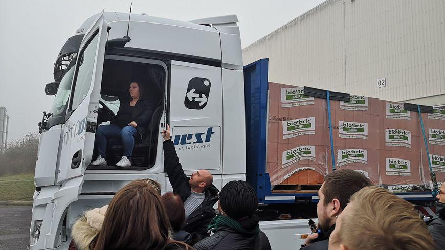 Flixecourt : l'entreprise de transport et logistique Immo Ouest va recruter 10 conductrices de poids lourds en 2020
