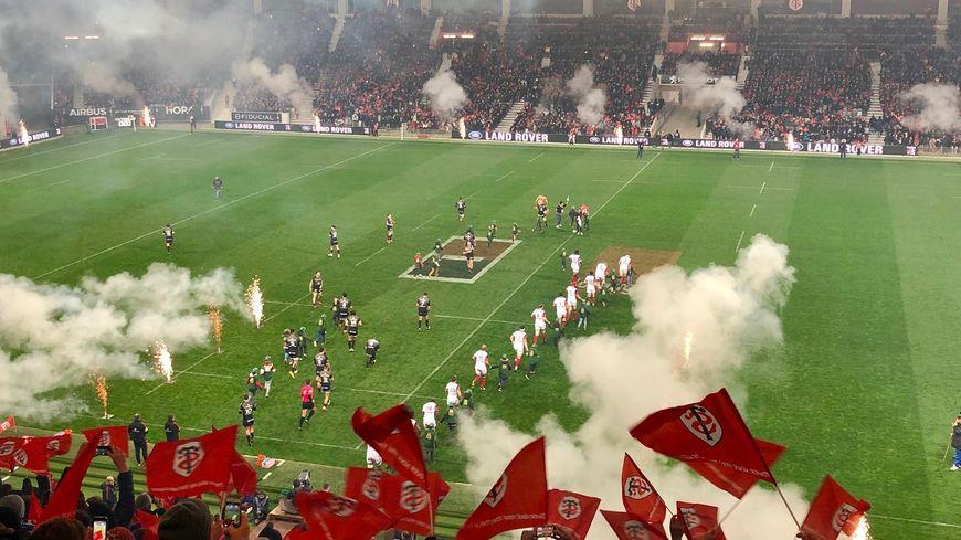 Le Stade Toulousain sur la pelouse du Stadium de Toulouse.