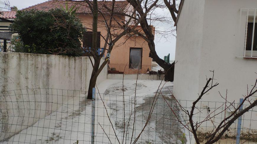 La mer a inondé une partie du village du Racou