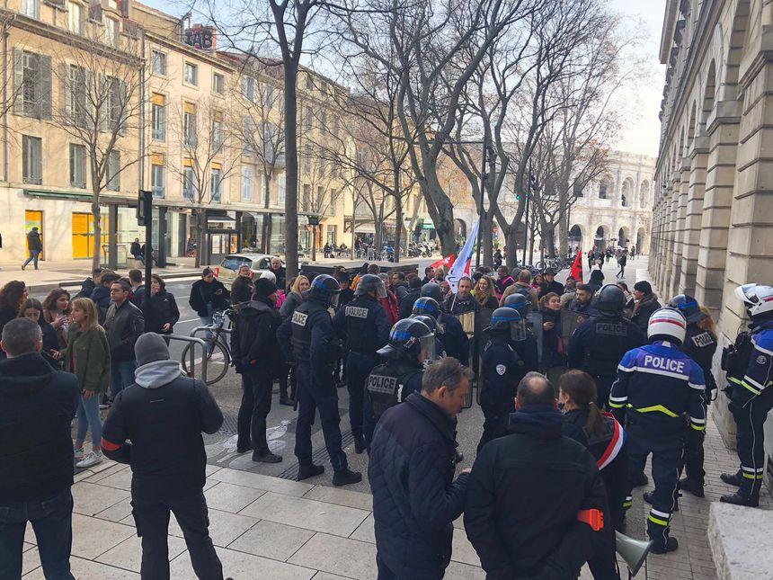 Manifestation devant le Lycée Daudet à Nîmes