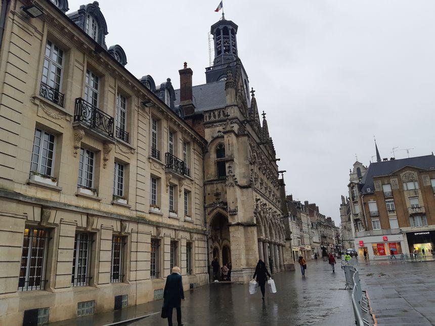 place de l'hôtel de ville St Quentin