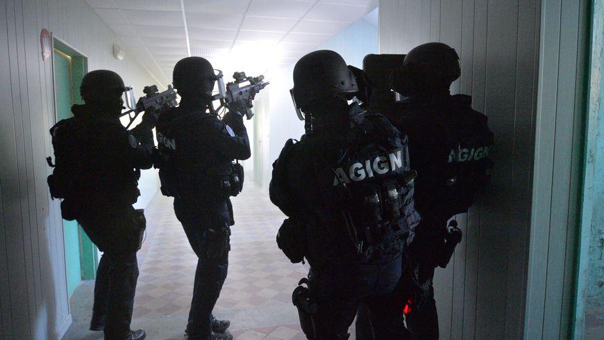 Les hommes du GIGN sont intervenu le mardi 14 Janvier 2020 à Toulouse dans le quartier Borderouge pour interpeller un homme suspecté d'une profanation dans une église.