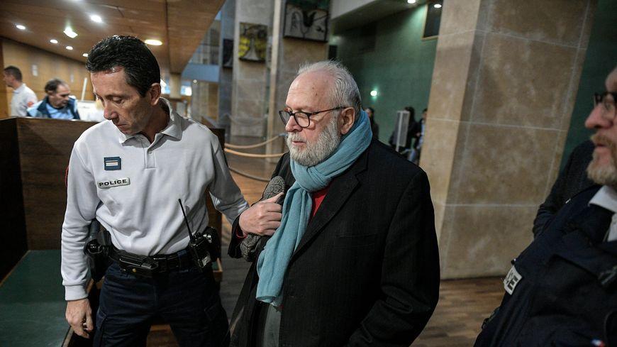 L'arrivée au tribunal de Lyon de l'ancien curé Bernard Preynat