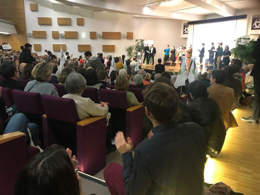 L'Athénée municipal a dû refuser l'accès à quelques personnes. La salle de quelque 500 places était bondée.