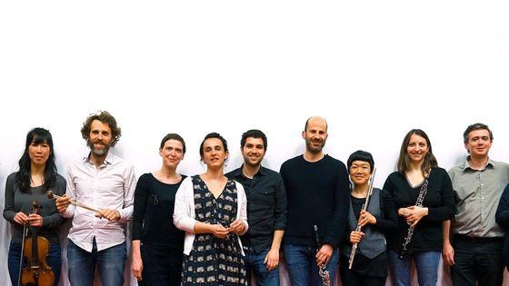 Les membres de L'instant Donné et Mikel Urquiza au milieu, par Rémy Jannin