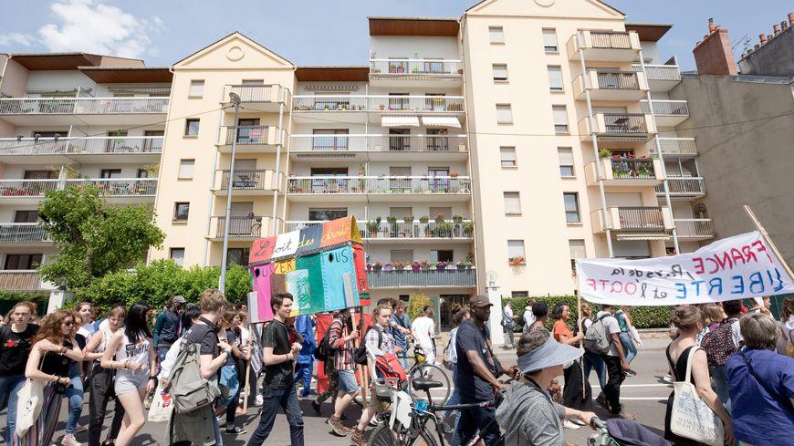 Manifestation de soutien à Guimba à Dijon, menacé d'expulsion