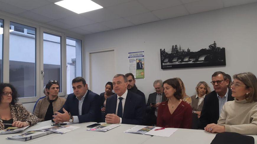 Une partie des élus sortants, aux côtés du maire d'Orléans Olivier Carré, candidat aux municipales 2020