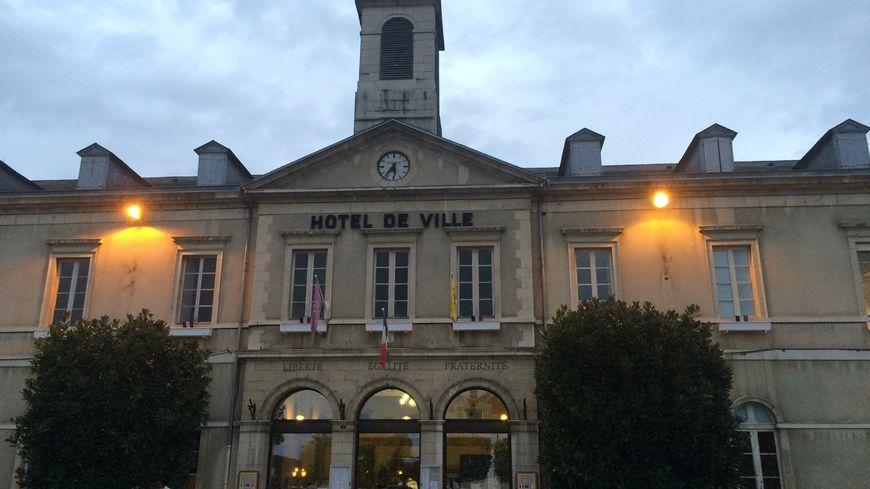 La mairie d'Orthez, place d'Armes