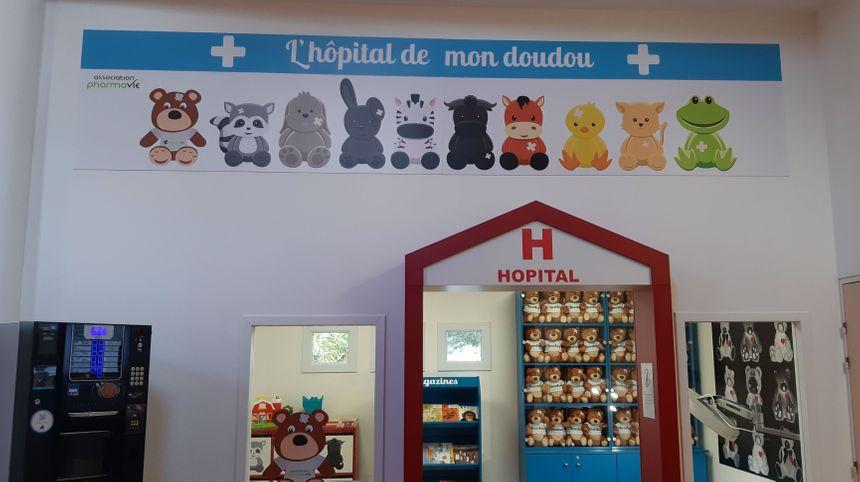 """""""Doudou"""" accueille les enfants dès l'arrivée à la clinique"""