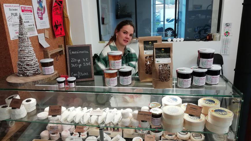 Graxiana Castillon dans son magasin Xirikota à Mauléon