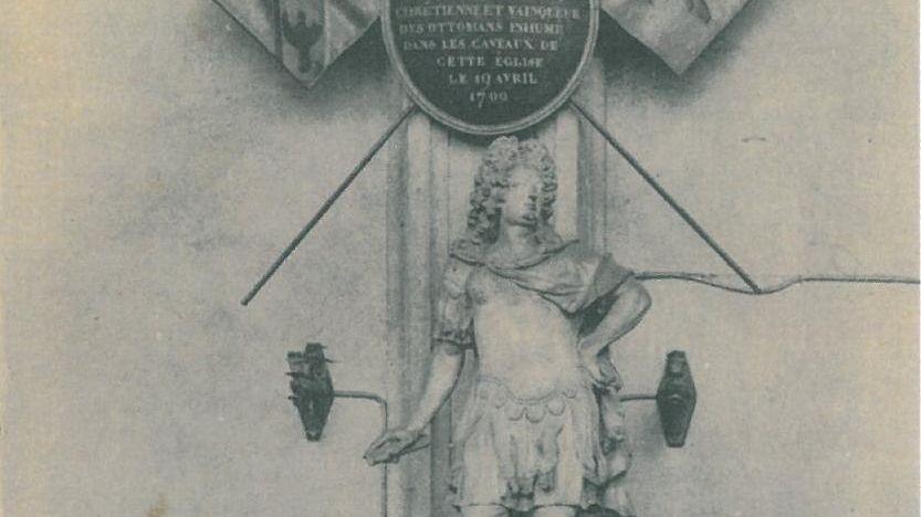 La statue exposée sur un piédestal a disparu de l'église des Cordeliers à Nancy en 1936