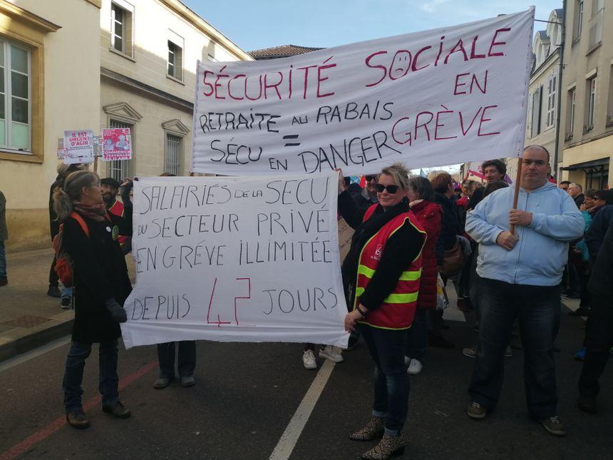 Des manifestants de la CPAM des Landes dans le cortège ce jeudi 16 janvier.