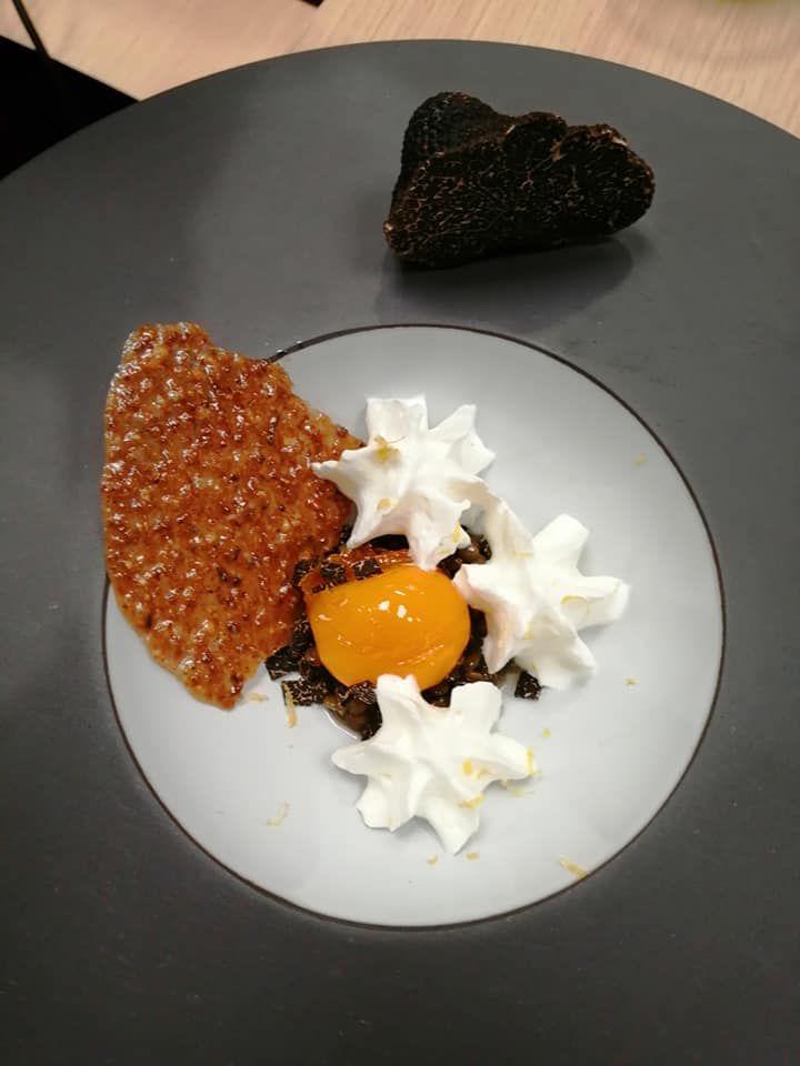 lentilles et jaune d'oeuf confit au sucre, brunoise de truffe, zeste de citron et tuile croustillante, par Nicolas Pailhès de L'Escapade à Richerenches