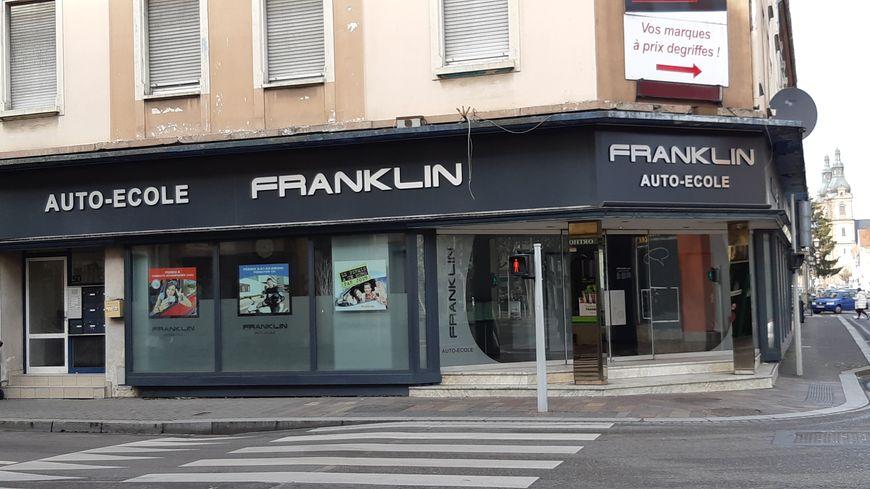 Le gérant de cette auto-école de Mulhouse et son père mis en examen pour corruption active.