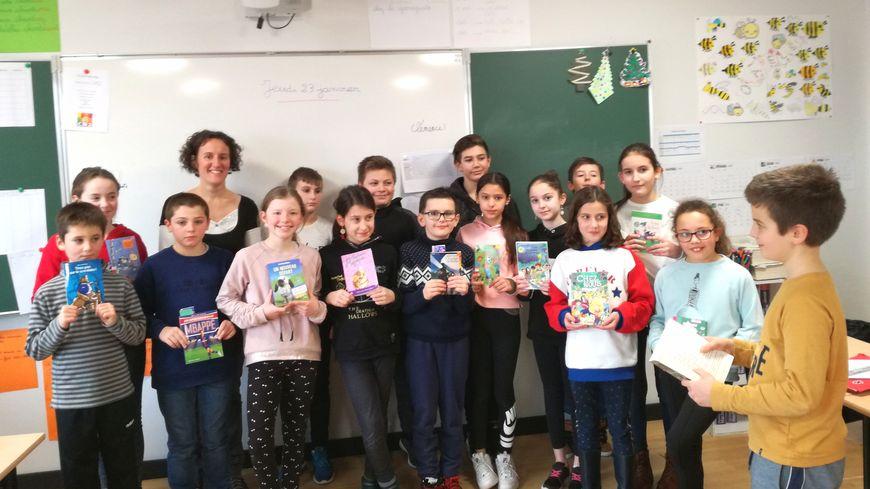 15 des 18 élèves de la classe de Céline Vieira Do Vale ont participé au concours, Simon (à droite) va les représenter au niveau départemental.