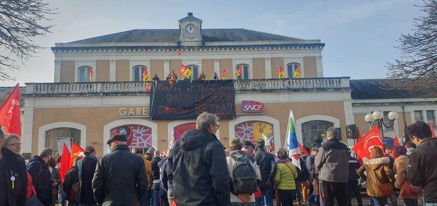 La manifestation s'est terminée en musique devant la gare de Périgueux