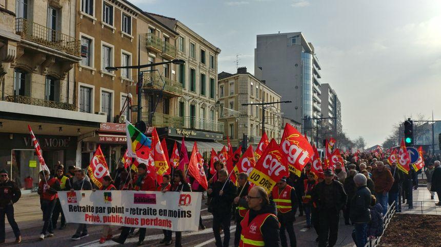 Les manifestants étaient plusieurs milliers à défiler à Valence.