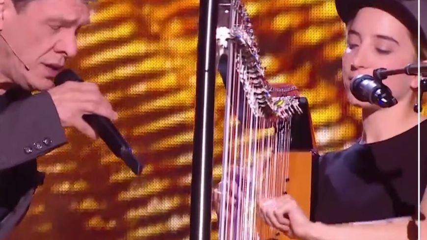 Marc Lavoine et Gustine (Milamarina) sur le plateau de The Voice (capture)