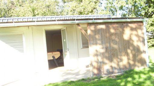 Le bungalow abritait le foyer des jeunes de la commune