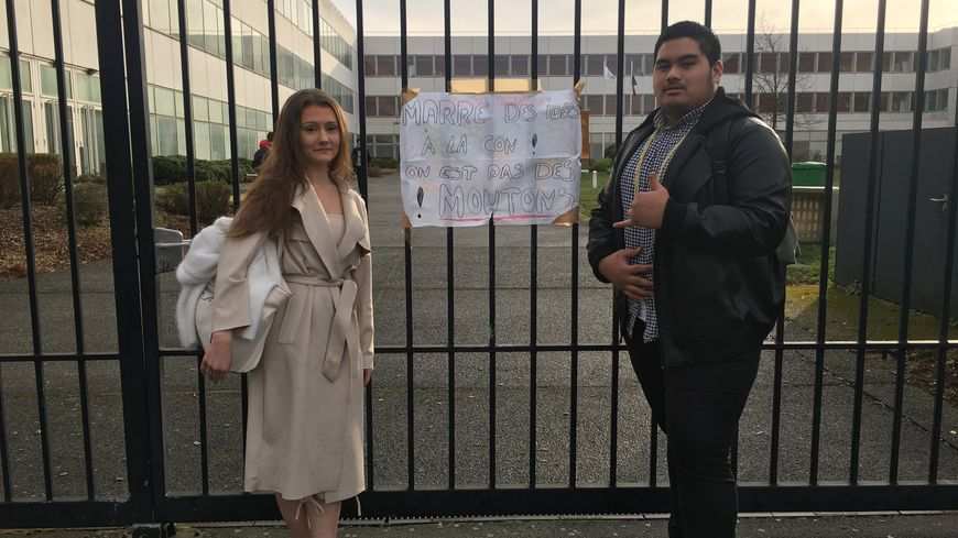 Des élèves de premiere ont bloqué ce mercredi le lycée Gabriel Touchard - George Washington du Mans, contre la réforme du bac