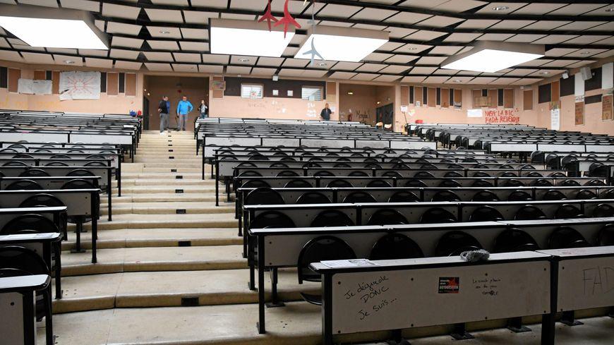 Le bâtiment B de l'Université Paul Valéry à Montpellier a été évacué ce lundi après-midi après découverte d'un colis suspect
