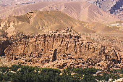 La vallée de Bâmiyân en Afghanista. Ses falaises défigurées depuis 2001 par le dynamitage taliban de ses 3 immenses buddhas