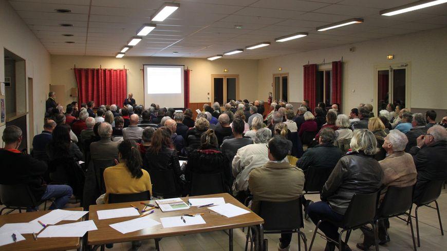Le collectif a organisé une réunion publique pour parler du projet d'usine de méthanisation.