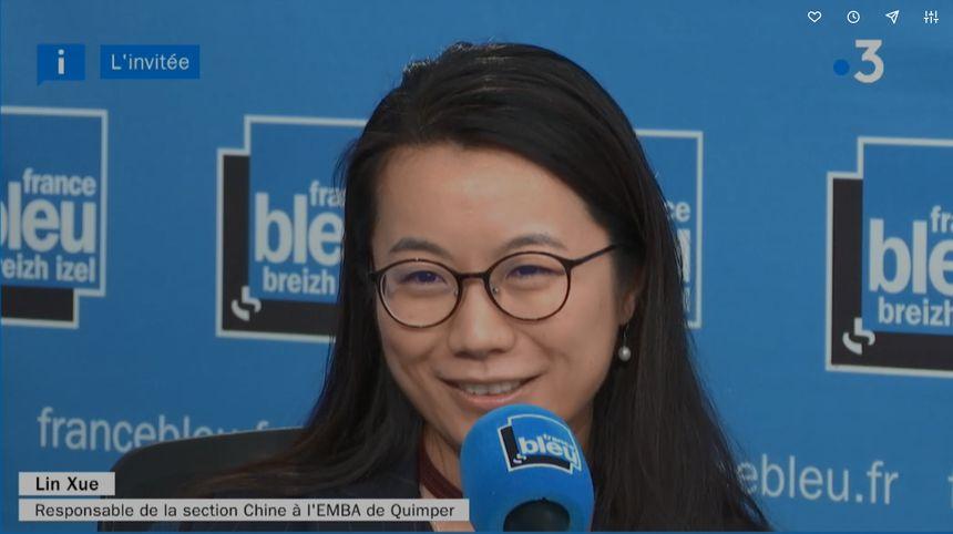 Lin Xue, responsable de la section Chine à l'EMBA, dans les locaux de France Bleu Breizh Izel
