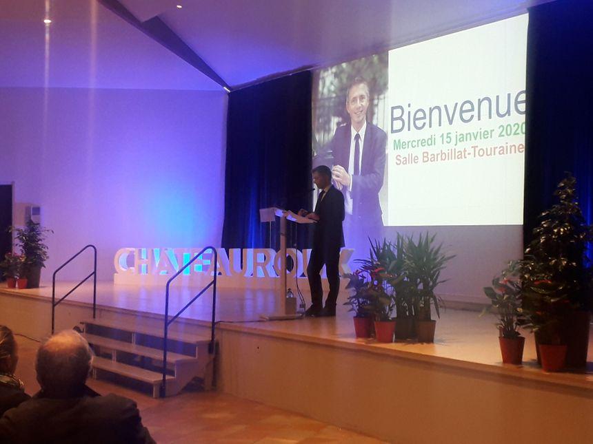 Gil Avérous a pris la parole devant une salle quasi-comble à Belle-Isle