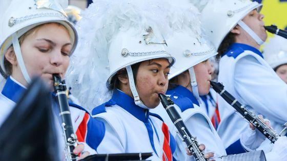 Lycéens du West Orange High School pendant la parade du Nouvel An à Londres