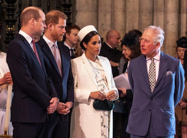 Le prince Charles, entouré de ses deux fils, William et Harry, et de sa belle-fille, Meghan.