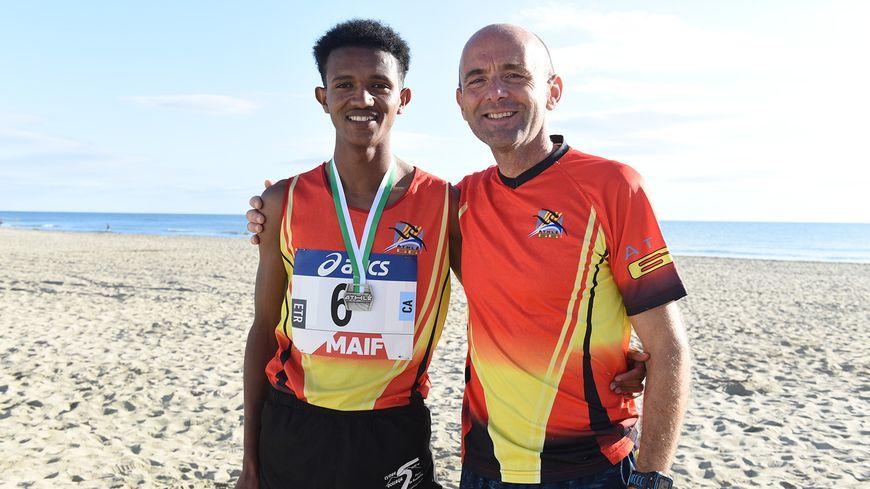 Mudasir, avec son entraîneur Jean-François Mouilleron de l'UPA 66, club d'athlétisme de Perpignan