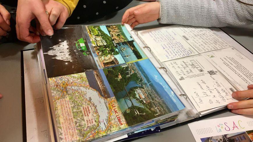Saint Vincent De Boisset Les Enfants Du Centre De Loisirs Recoivent 150 Cartes Postales Du Monde Entier