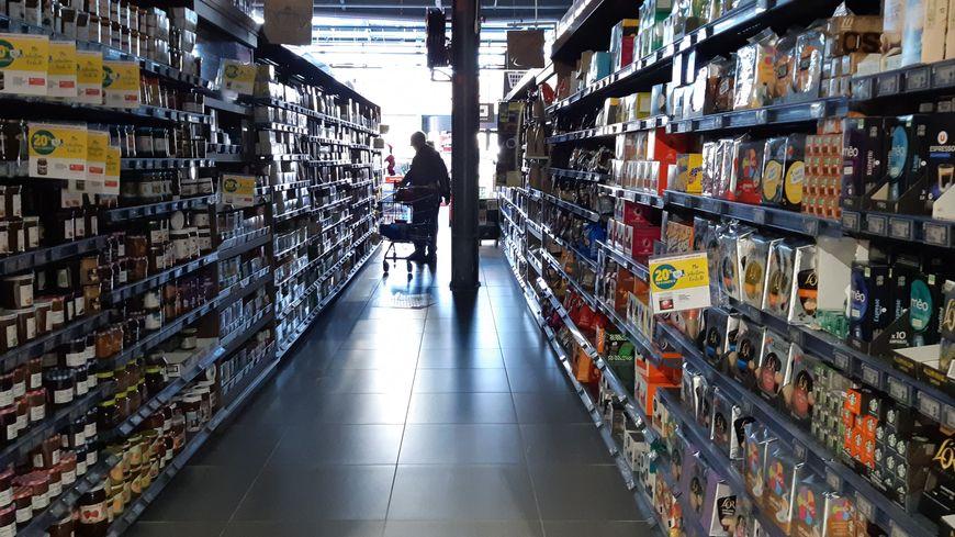 """Dispositif """"heures calmes"""" dans les magasins U : extinction des lumières et de la musique dans les rayons"""